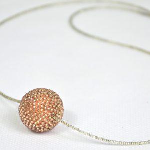 Sautoir avec une perle