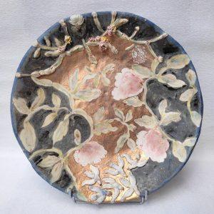Grand plat à motifs floraux