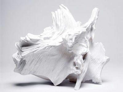 Céramique contemporaine de akashi murakami exposée à la galerie Terra Viva pour l'exposition temporaire.